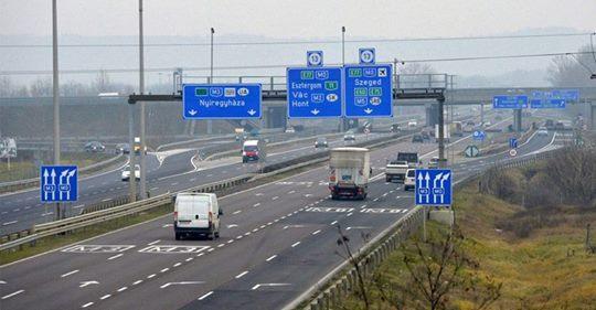 În drum spre Italia, un român și-a uitat soția într-o parcare din Ungaria. Femeia nu avea nici telefon, nici bani