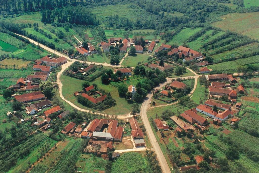 Acest sat este perfect rotund si se afla in România, bijuteria urbanistică ascunsă de secole între dealuri