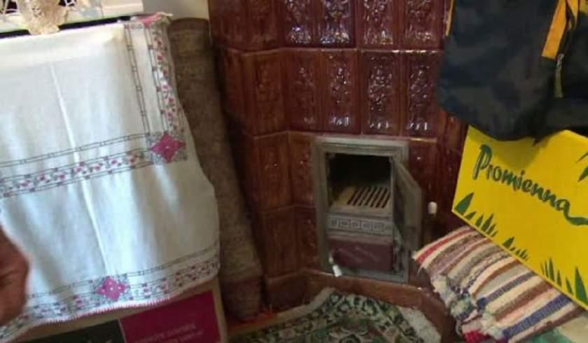 O adolescentă din Teleorman a născut singură acasă şi şi-a aruncat pruncul în sobă