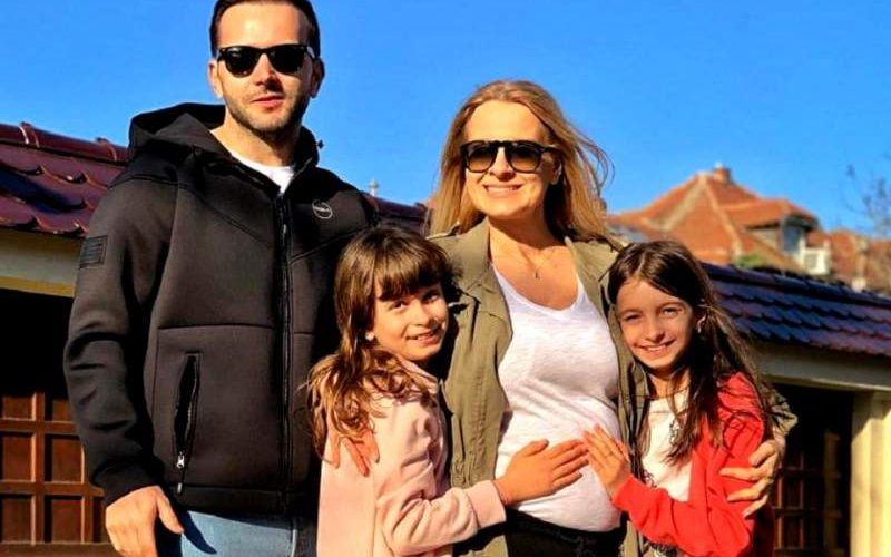 Prima fotografie în cinci! Mihai Morar este în culmea fericirii, alături de fetele sale. FOTO